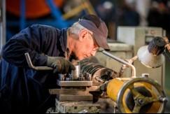 Работающим пенсионерам старше 65 лет до конца мая выдадут больничные листы